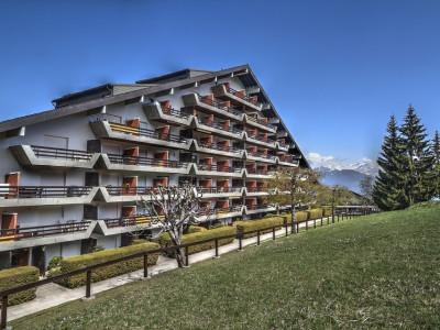 FOTI IMMO - Magnifique appartement de 2,5 pièces avec terrasse. image 1