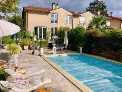 Charmante maison avec piscine image 1