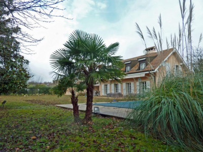 Spacieuse villa avec grand jardin et piscine chauffée image 1