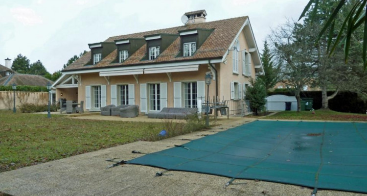 Spacieuse villa avec grand jardin et piscine chauffée image 2