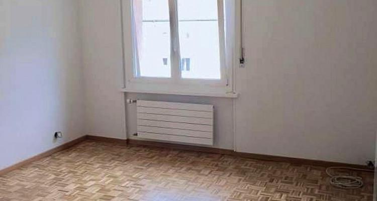 Très joli appartement / 3.5p / balcon / quartier calme (zone 30 km/h)  image 4