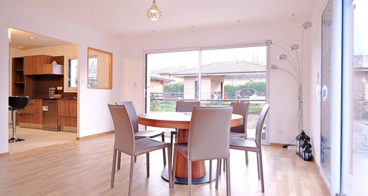 Magnifique villa 5,5 p / 4 chambres / 4 SDB / terrasse avec piscine image 2