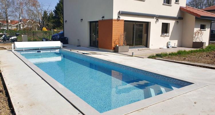 Magnifique villa 5,5 p / 4 chambres / 4 SDB / terrasse avec piscine image 1