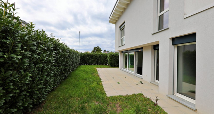 Magnifique villa 4,5 p / 3 chambres / 1 SDB / terrasse avec jardin  image 9