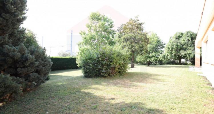 Maison individuelle de 9 pièces avec un beau terrain image 2