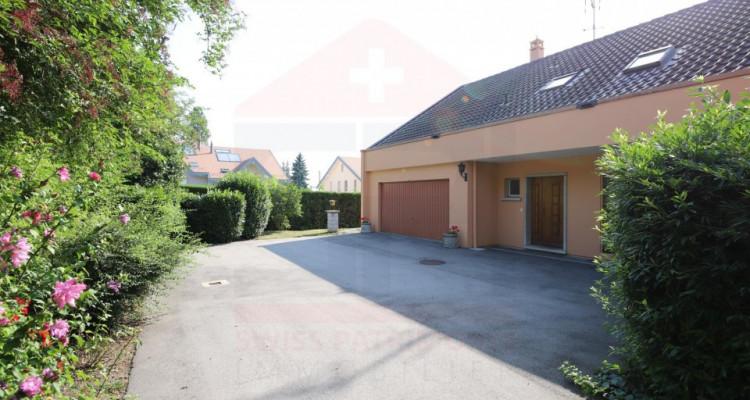 Maison individuelle de 9 pièces avec un beau terrain image 3