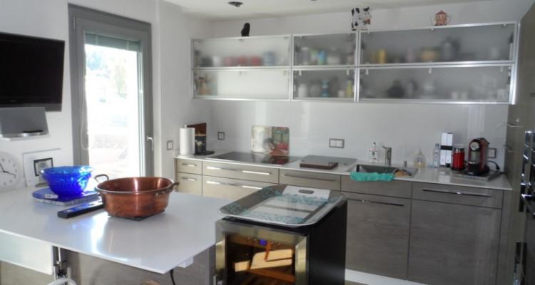 Bel appartement de 4 pièces avec piscine intérieure et vue imprenable image 4