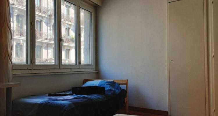 Appartement 3 pièces à plainpalais qui va être refait à neuf image 1