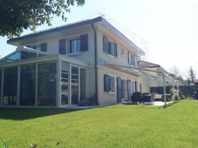 Maison moderne rénové en 2018 au centre de Vésenaz GE image 1