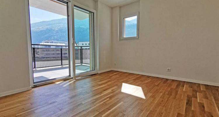 LOCATION VENTE - Appartement de 3,5 pièces avec balcons. image 5