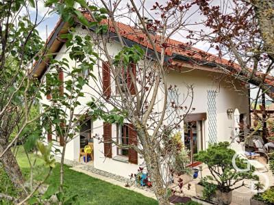 Villa de caractère avec cachet, luminosité et vue image 1