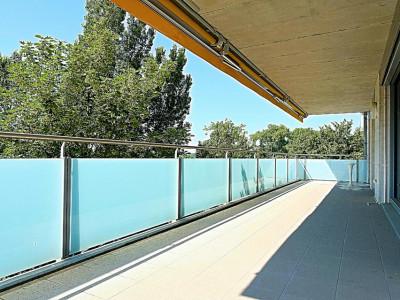 Superbe surface commerciale / 5.5 p / 4 bureaux / Balcon image 1