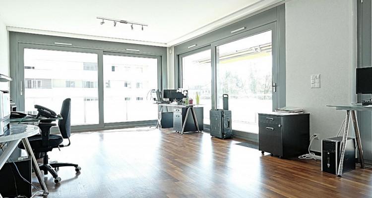 Superbe surface commerciale / 5.5 p / 4 bureaux / Balcon image 2
