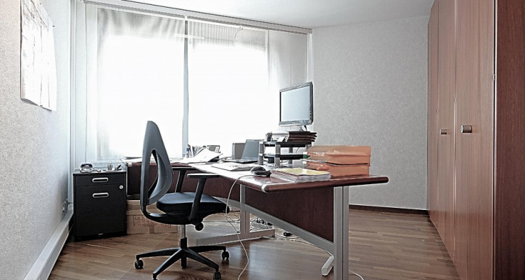 Superbe surface commerciale / 5.5 p / 4 bureaux / Balcon image 4