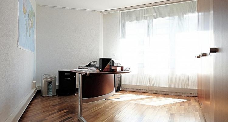 Superbe surface commerciale / 5.5 p / 4 bureaux / Balcon image 8