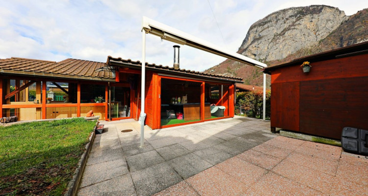 Magnifique chalet 3,5 p / 2 chambres / 1 SDB / terrasse avec jardin image 7