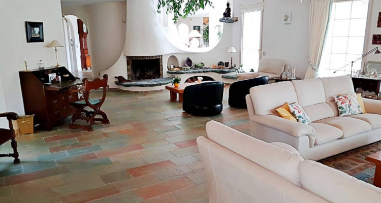 Superbe villa individuelle 8 p / 5 chambres / 4 SDB / piscine / vue image 2