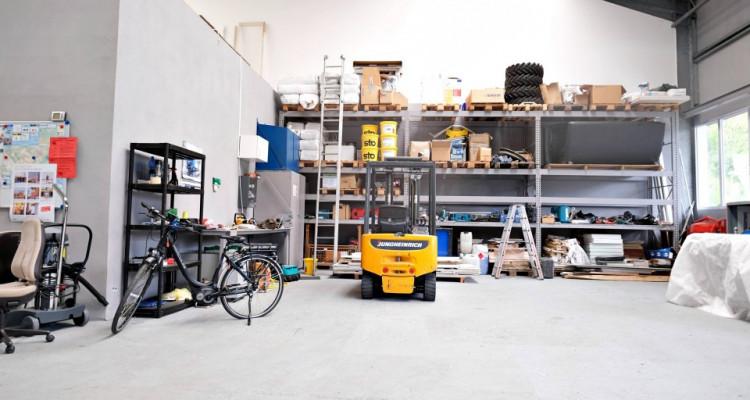 Locaux, atelier, dépot, salle d'exposition. image 2