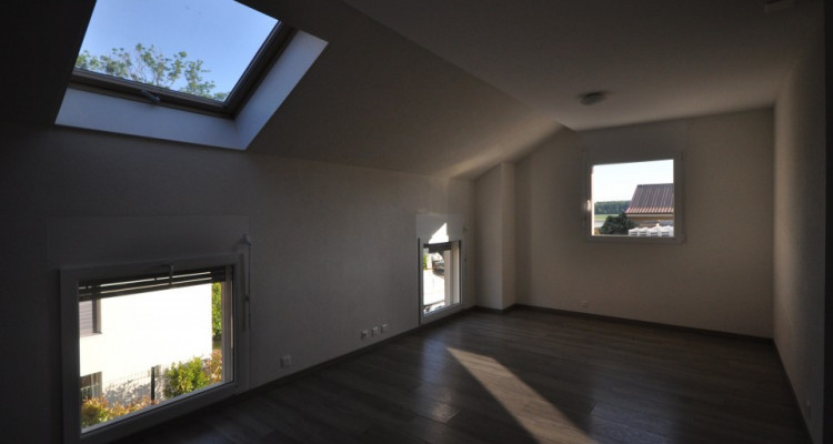 Joli duplex 3.5 p dans villa mitoyenne image 8