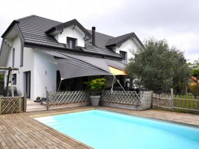 Magnifique maison de 8.5 pièces avec jardin et piscine ! image 1