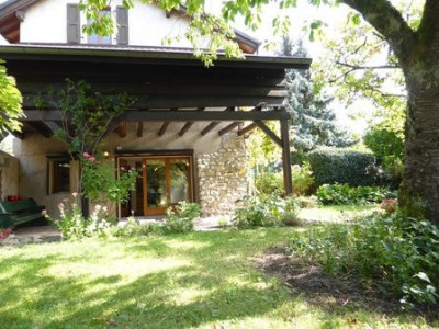 Vaste Maison de maître au coeur du Vieux Onex avec jardin image 1