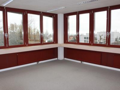 Bureau indépendant et lumineux de 32m2 + salle de réunion agencée image 1