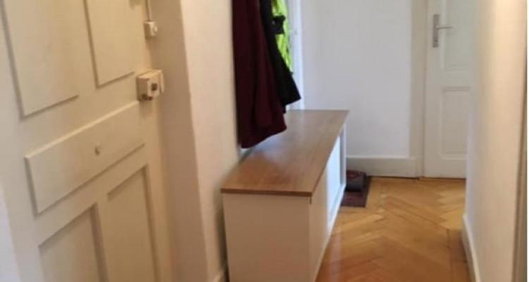 Bel appartement de 3 pièces situé dans le centre-ville de Genève.  image 1