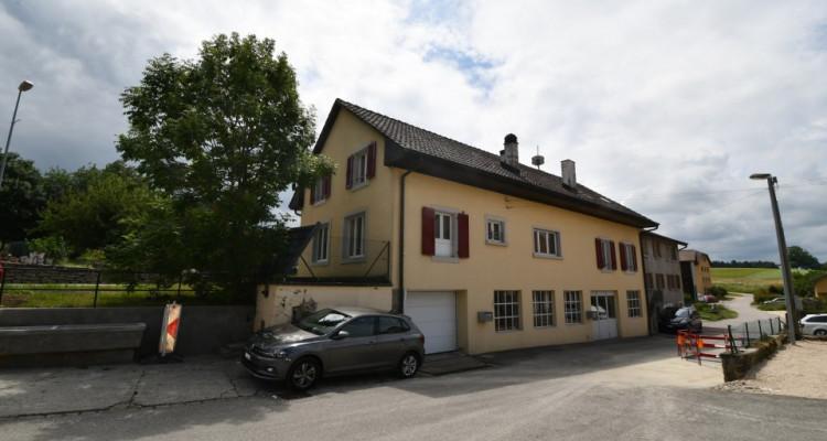 Maison  avec grand  garage-dépôt, idéal pour artisan ou collectionneur de voitures avec deux appartements , image 3