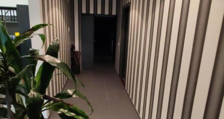FRIBOURG - Surfaces artisanales avec bureaux et grands dépôts image 6