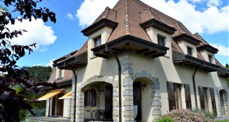 A Mézières, proche de Romont, charmante maison au style unique. image 1