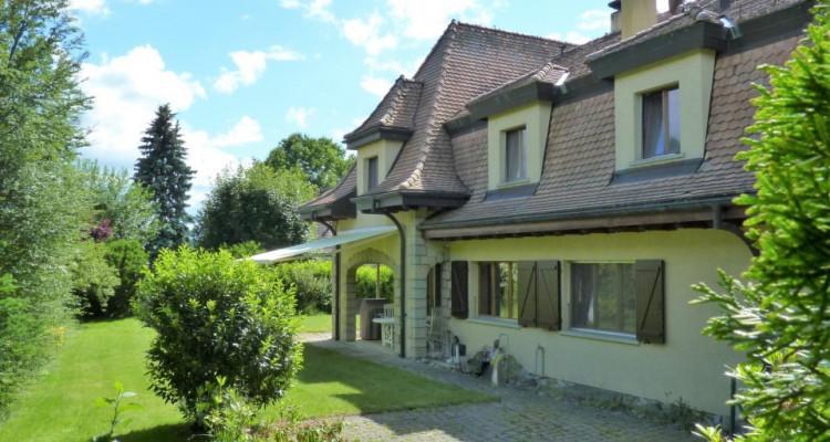 A Mézières, proche de Romont, charmante maison au style unique. image 5