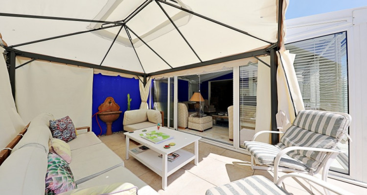 Splendide villa mitoyenne / 4 chambres / 3 SDB / Jardin / Piscine image 2