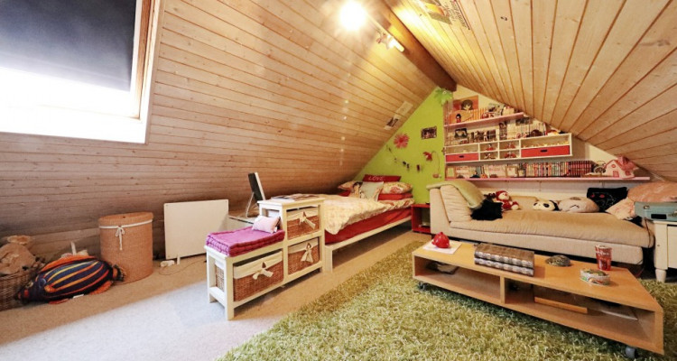Splendide villa mitoyenne / 4 chambres / 3 SDB / Jardin / Piscine image 10