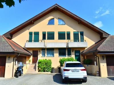 Superbe villa mitoyenne de 6,5 pièces, quartier très calme image 1