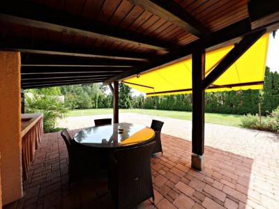 Villa comprenant deux appartements et un studio à Mies image 1