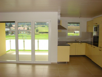 Attique de 2.5 pièces dans immeuble écologique à Cugy (FR) image 1