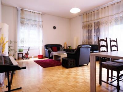 Magnifique 4,5p // 3 chambres // jardin commun image 1