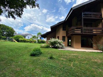 Magnifique maison mitoyenne - Grand jardin - Garage - Endroit calme image 1