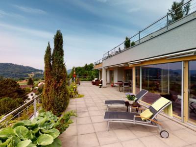 Aussergewöhnliches Terrassenhaus mit vielen Annehmlichkeiten image 1