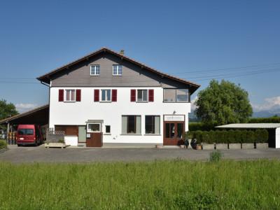 Rare : grande maison avec ateliers/local commercial à Vucherens image 1