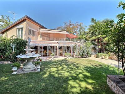 Exclusivité Rive-Gauche, Belle maison dans son écrin de verdure image 1