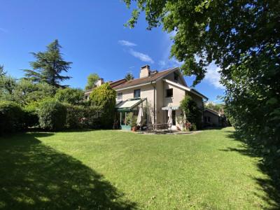 Environnement calme et verdoyant pour cette belle villa jumelle en pignon image 1