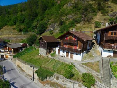 Maison à renover + raccard idéalement situé à Isérables image 1