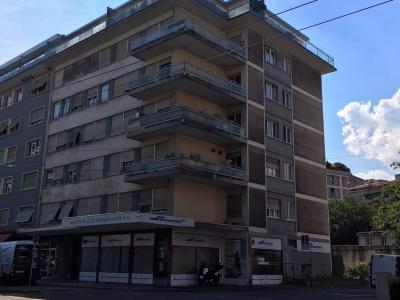 Bel appartement rénové de 1.5 pièces avec balcon à la Servette image 1