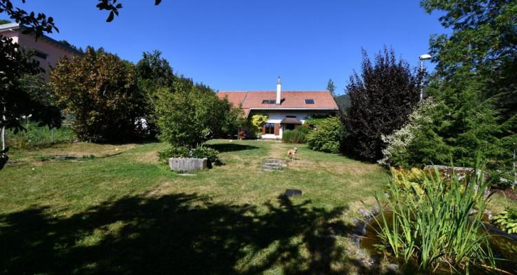 Belle maison au milieu de la verdure au calme avec un grand jardin image 1