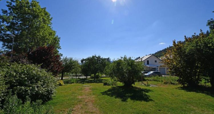 Belle maison au milieu de la verdure au calme avec un grand jardin image 2