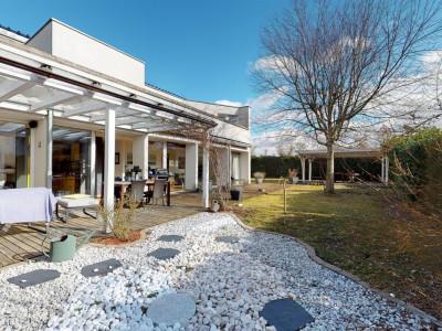 En exclusivité Spacieuse & lumineuse villa idéalement située image 1