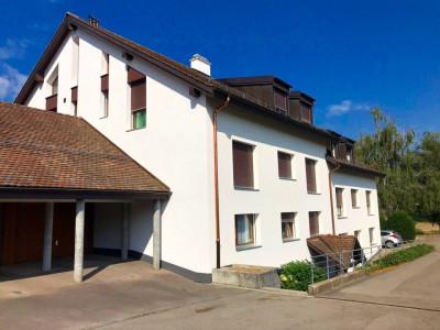 Bel attique sans vis-à-vis de 5,5 pièces idéalement situé à Duillier  image 1