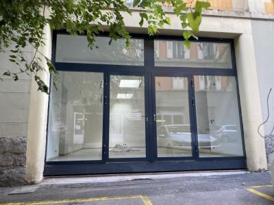 Local commercial - Bureaux, Showroom, activités collectives image 1