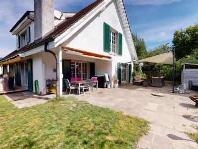 attraktives 7.5-Zimmer-Landhaus, mit grossem Gartenumschwung und Pool image 1